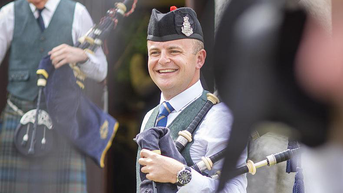 Flower of Scotland: Teacher helps pipers play along at home