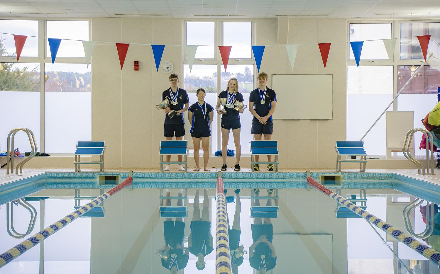 Swimmers leave Midlands District Championships with medals in their wake